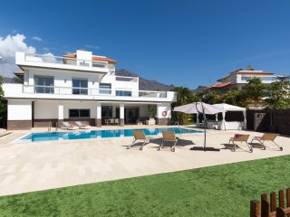 5 STAR Luxurious 5 Bedroom Villa. Costa Adeje Del Duque. Central Location |DUQ6