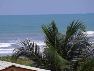 BRIGHT, SPACIOUS OCEANFRONT APARTMENT (CANOA BEACH)