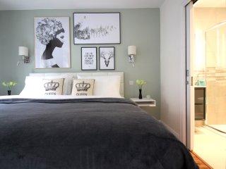 Fashionable Master bedroom with en-suite bathroom.