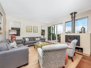 5-bed designer home close to Manly Dam and beach