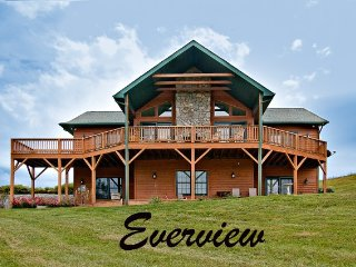 Family Cabin with 2 Master Suites, Hot Tub & Awesome Views!