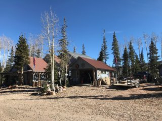 BRIAN HEAD CABIN AT 9850 ELEVATION SKI RESORT