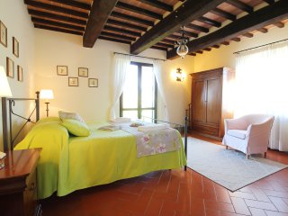 La Quercia - bright 3 bedroom flat with pool among vineyards
