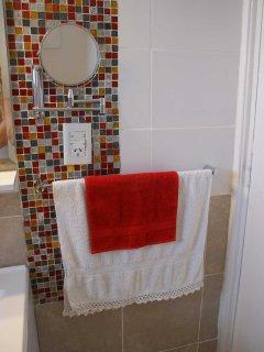 Se proveen toallas y toallones
