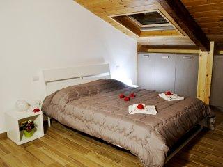 Camera Partenope, wifi, armadi, aria condizionata e riscaldamento autonomi, TV.