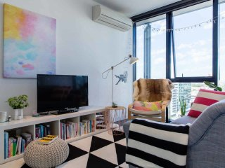 Modern Light-filled Apartment Off Melb CBD