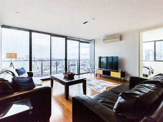 Gorgeous high-level 2BDR apartment in the city