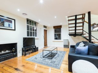 Helena, Beautifully restored 2BDR Fitzroy brick home