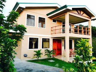 Casa Isabelita - Cozy Home in a Serene Guarded Community, Conveniently Located