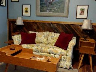 Rio Lobo Guesthouse - Vintage Restored Cowboy Bunkhouse.  Free Wi-Fi