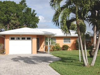 3 Bdrm Waterfront Pool Home Close to the Beach