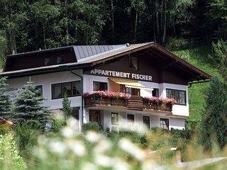 Country house in the center of Kaprun with Internet, Terrace, Garden, Balcony