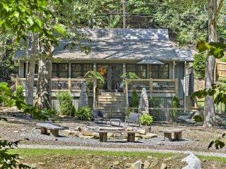 Riverfront 'Bat Cave' Luxury Artists' House!