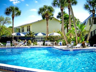 40% Off Only $695 ea week De luxe townhouse Two weeks at super rate.10-24 2017.