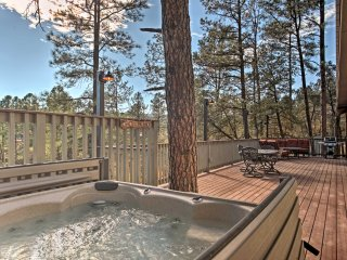 Exceptional 4BR Ruidoso Cabin w/Hot Tub & Mtn Views!
