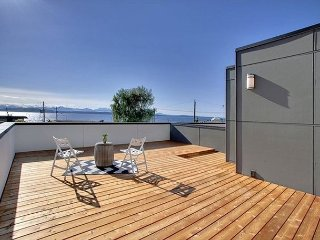 3BR Luxury Townhouse with Rooftop Deck & Views of Sound - Walk to Alki Beach