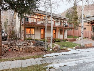 Chic 3BR w/ Deck & Gorgeous Mountain Views—Walk to Town, Near Slopes