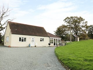 BLACKHURST BUNGALOW, rural bungalow, WiFi, near Cardington, ref:950090