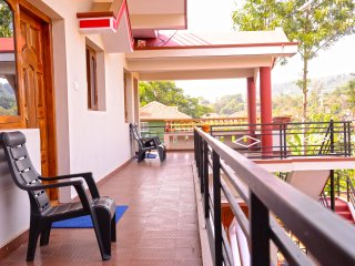 COORG GIRINIVAS-ONE BEDROOM DELUXE HOME-BALCONY-VIEW-FREE WI-FI