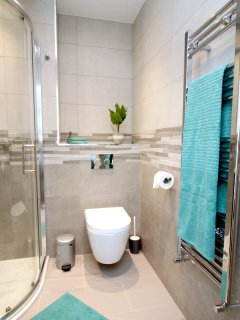 1 of 4 immaculate bathrooms