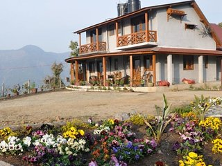 Homestay in a colonial cottage on a hilltop