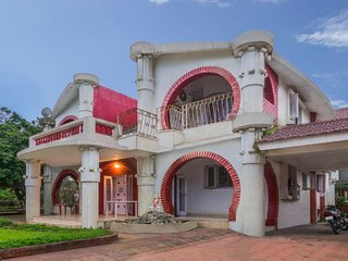 Homely 6-BHK for families, 950 m from Kune Falls