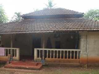 Traditional cottage for backpackers, 1.5 km from Ashwem beach