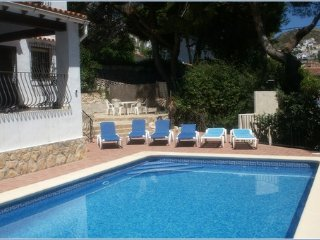 El Portet 3 Bed Villa 200m to Beach 15min walk to town, pool, parking & WIFI