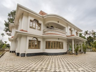 Homely 5-BR villa perfect for a group reunion