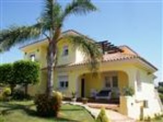 Stunning 4 bed villa that sleeps 10 with private pool free wifi