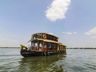 Stay in a Trendsetting houseboat