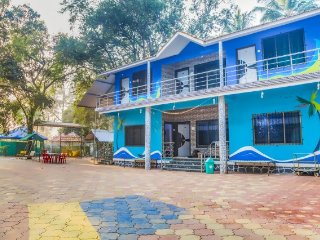 Homely 2-BR stay for a family, 1.3 km from Alibag Beach