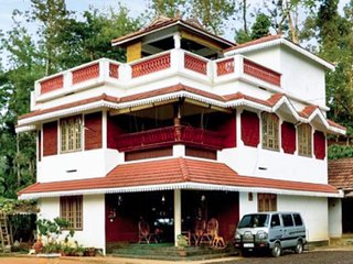 Traditional 4-BR stay, close to Karapuzha Dam