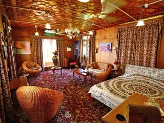 Lovely suite room in houseboat
