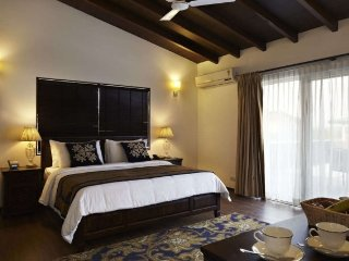 Awesome Room in Villa for comfortable Stay