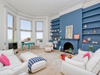 HOVE MANSION APARTMENT WITH DIRECT SEA VIEWS