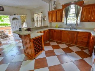 ClarenceVille Villa, Your Unique Eco-Friendly Haven Vacation Spot (Mahogany)