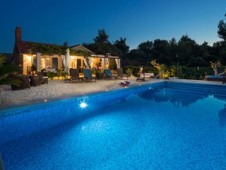 Beach luxury villa Summer with pool and jacuzzi