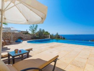 Stunning Large four bed Villa with large terrace and heated infinity pool