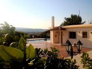 Villa Lee, Peristerona. Single Storey Villa in Large Grounds with 10m x 5m Pool