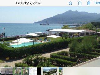 Appartamento sul mare 6/8 letto panoramico accosto spiagia attrezza  e piscina