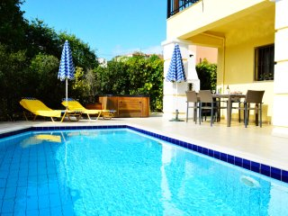 jacuzzi★BBQ area★ Private pool