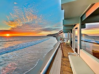 Luxury Beach Home, Large Deck, Endless Ocean Views!