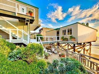 Luxury Beach Home, Large Deck, Endless Ocean Views!