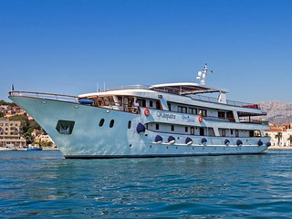 Deluxe 7 Day Cruise from Split to Dubrovnik All Inclusive