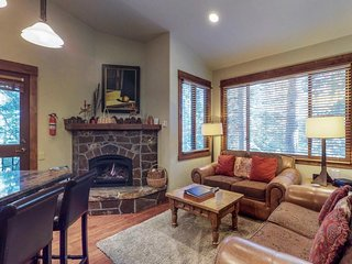Ski-in/ski-out getaway with access to a communal pool, hot tub & tennis courts!