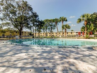 Condo on the bay w/ shared pool, dock, private beach, & more - walk to dining!