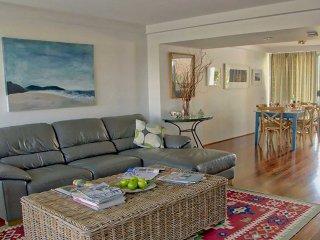 'Barefoot' 7/44 Marine Drive - Fabulous Fingal Bay
