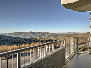 NEW! 2BR Sugar Mtn Condo w/ Pool & Hot Tub Access!