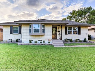 Lovely Farmers Branch House - 1Mi to Golf, Cinema!